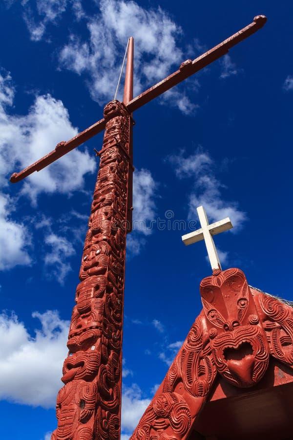 Maoriträskulpturer, Rotorua, Nya Zeeland royaltyfri bild