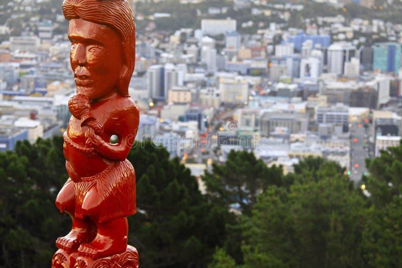Maoryjska idol statuy góry Wiktoria Wellington pejzażu miejskiego Nowa Zelandia północy wyspa obrazy stock