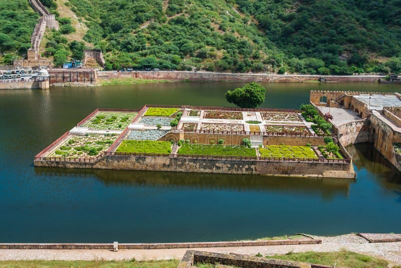 Maota sjö och trädgårdar av Amber Fort i Jaipur, Rajasthan, Indien arkivfoton