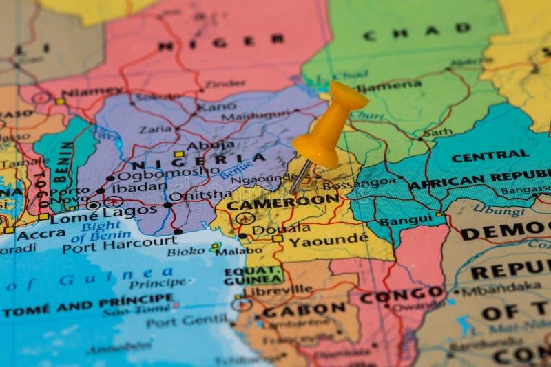 Mapa Cameroon z pomarańczowym pushpin wtykającym obraz royalty free