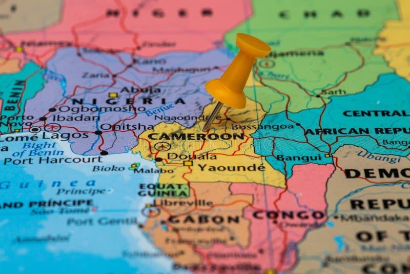 Mapa Cameroon z pomarańczowym pushpin wtykającym zdjęcia royalty free