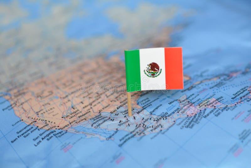 Mapa com a bandeira de México foto de stock royalty free