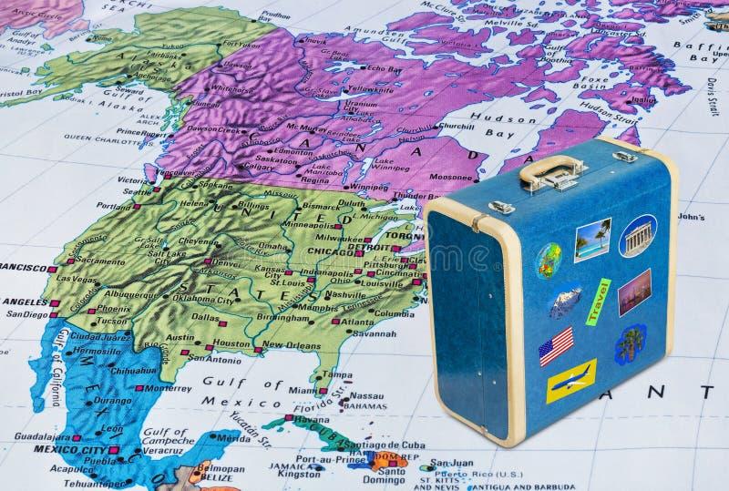 Mapa de América e caso do curso com etiquetas minhas fotos imagens de stock royalty free