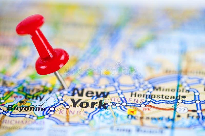 Mapa de camino de Nueva York con el pasador rojo, ciudad en los Estados Unidos de América fotos de archivo