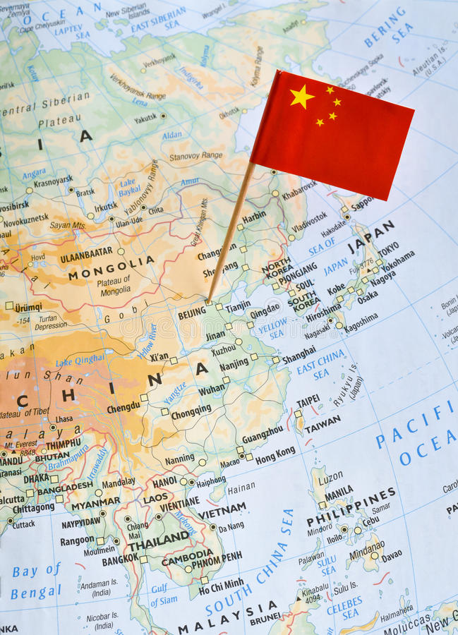 Mapa de China e pino da bandeira fotografia de stock