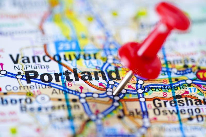 Mapa de estradas de Portland com percevejo vermelho, cidade no Estados Unidos da América fotografia de stock