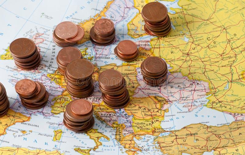Mapa de Europa con las monedas fotografía de archivo