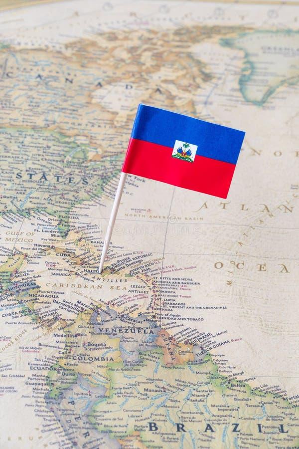 Mapa de Haití y un perno de la bandera foto de archivo