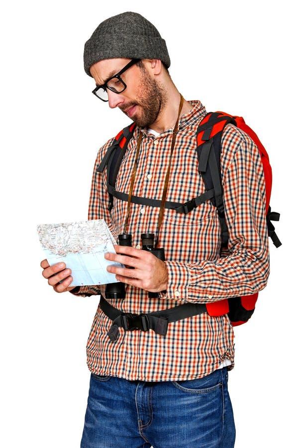 Mapa de la lectura del hombre del caminante El ir de excursión Sobre blanco imágenes de archivo libres de regalías