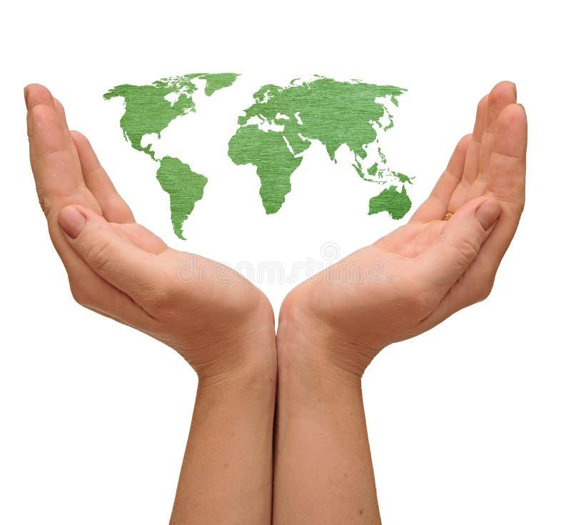 Mapa de mundo nas mãos da mulher imagens de stock