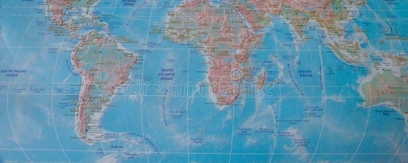 Mapa del mundo con nombres de países y de ciudades fotografía de archivo libre de regalías