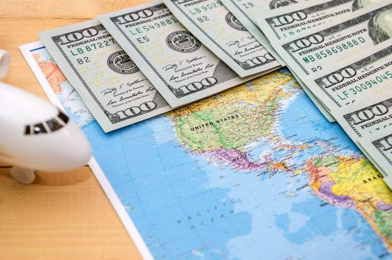 Mapa del mundo y dólares para el fondo imagen de archivo libre de regalías
