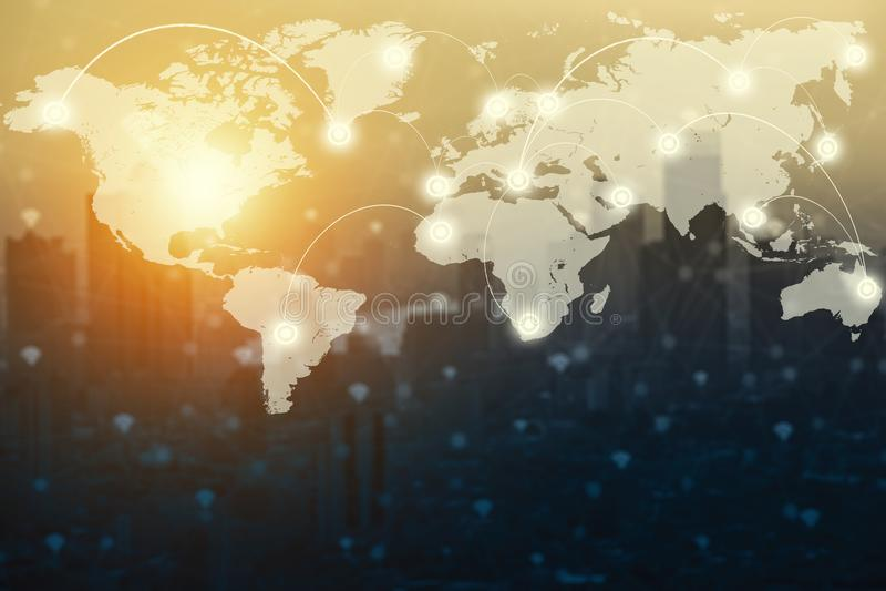 Mapa do mundo e ícones digitais da tecnologia da conexão com c borrado foto de stock
