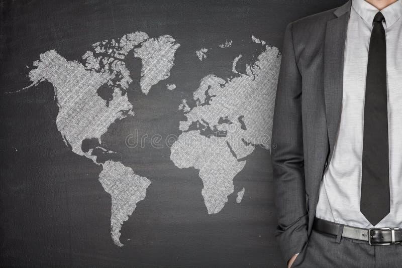Mapa do mundo no quadro-negro fotos de stock royalty free