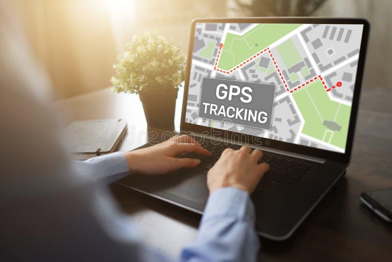 Mapa do seguimento de sistema de navegação mundial de GPS na tela do dispositivo foto de stock