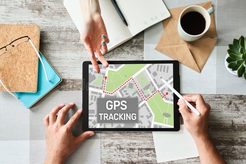Mapa do seguimento de sistema de navega??o mundial de GPS na tela do dispositivo imagens de stock royalty free