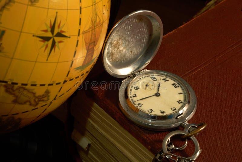 Mapa e relógio antigos imagens de stock royalty free