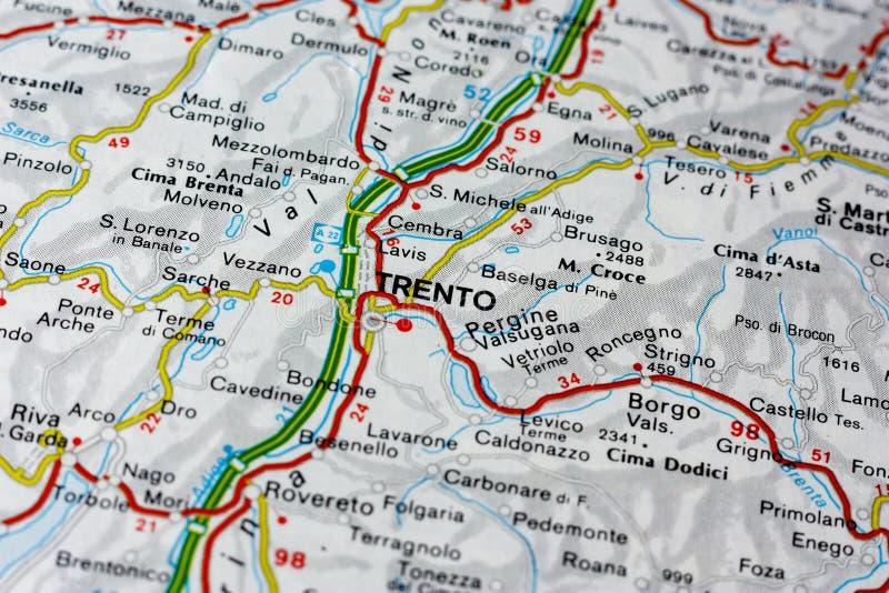 Mapa geográfico del país europeo Italia con la ciudad de Trento foto de archivo