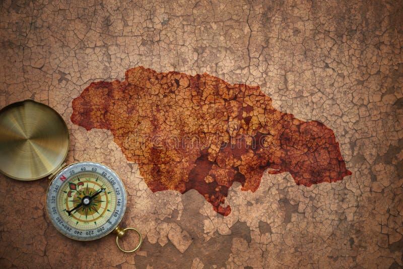 Mapa Jamaica na starym rocznika pęknięcia papierze obrazy royalty free