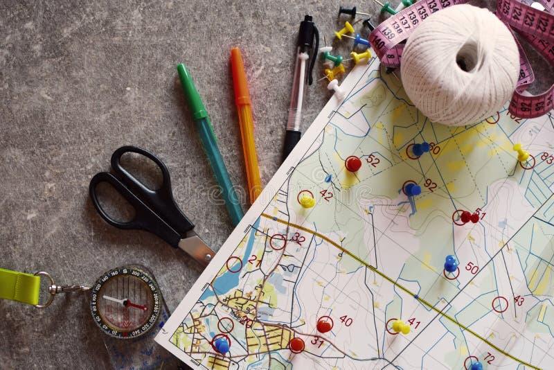 Mapa topográfico colorido para o esporte orienteering ou rogaining imagens de stock