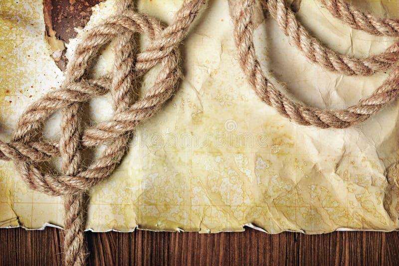 Mapa viejo del vintage en el papel manchado retro amarillo con el nudo de la cuerda imagenes de archivo