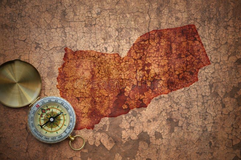 Mappa del Yemen su una vecchia carta d'annata della crepa fotografia stock