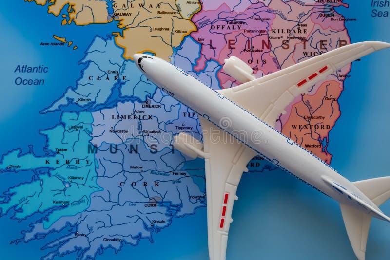 Mappa dell'Irlanda con Boeing ed il viaggio immagini stock