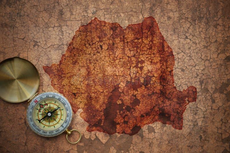 Mappa della Romania su una vecchia carta d'annata della crepa fotografie stock libere da diritti
