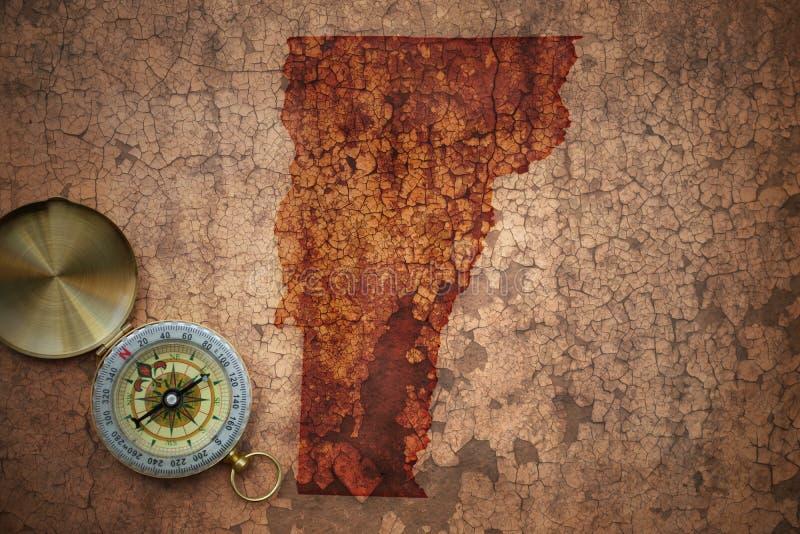 Mappa dello stato del Vermont su una vecchia carta d'annata della crepa immagine stock