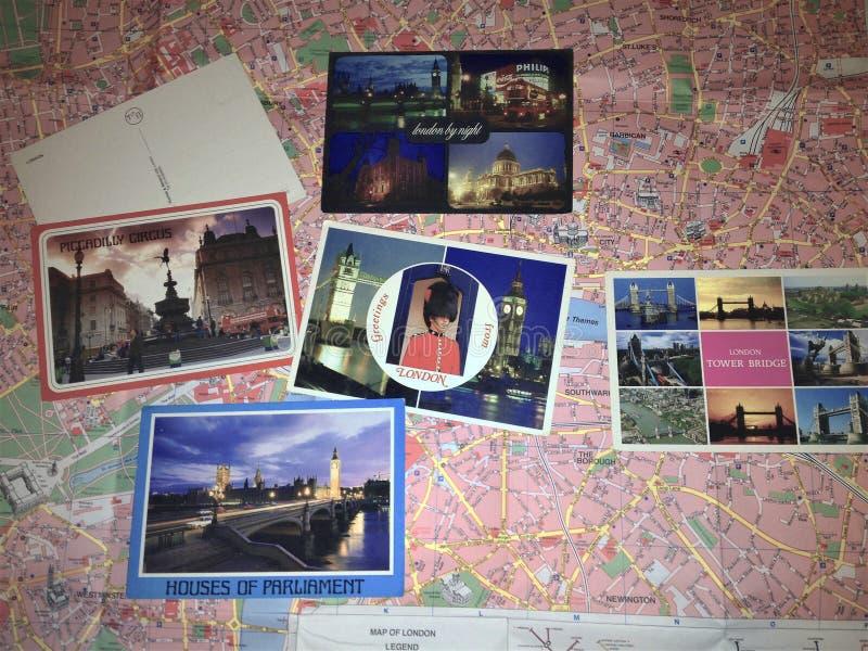 Mappa di Londra e vecchio collage delle cartoline fotografie stock libere da diritti