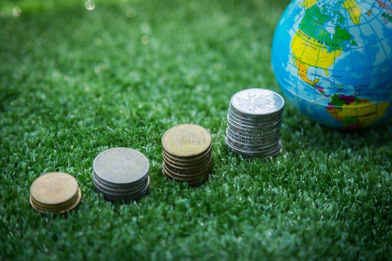 Mappa e soldi di mondo fotografia stock libera da diritti