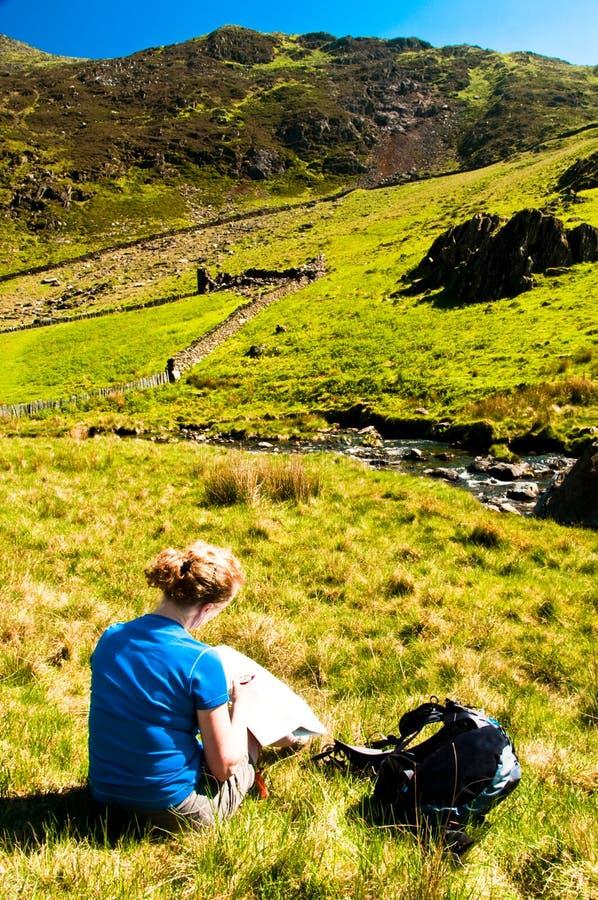 mapy czytania kobieta fotografia stock