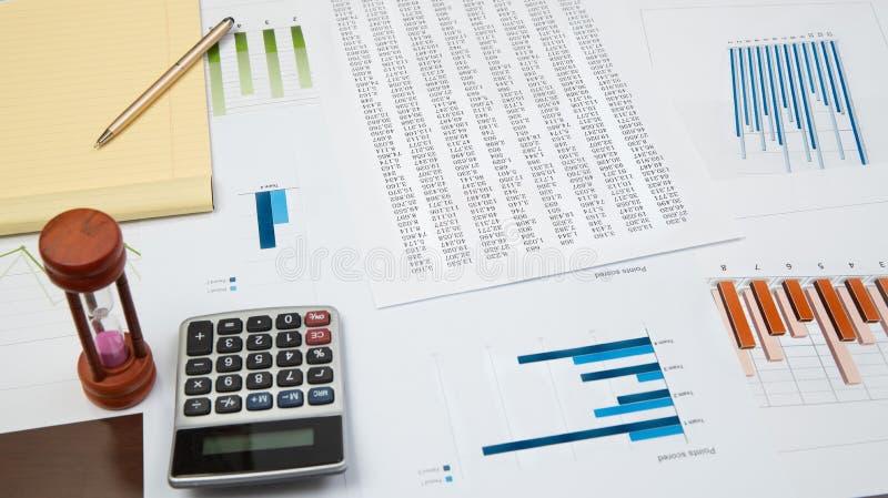 Mapy i wykresy na biurku, biznesowy biurka pojęcie fotografia royalty free