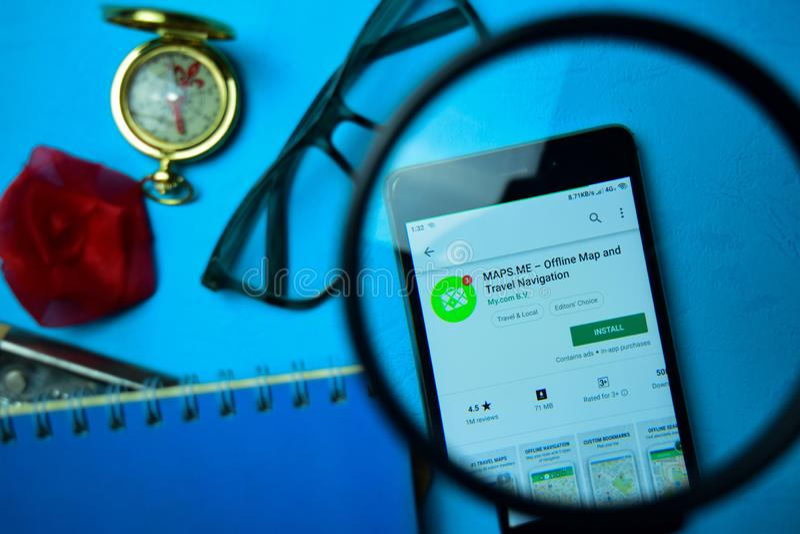 mapy JA - Autonomiczny mapy & podróży nawigacji dev app z powiększać na Smartphone ekranie zdjęcie royalty free
