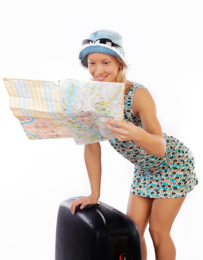 mapy szczęśliwa przyglądająca kobieta zdjęcie royalty free