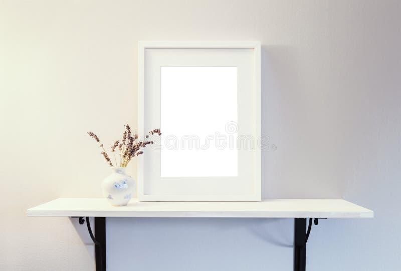 Maqueta blanca vacía del marco foto de archivo