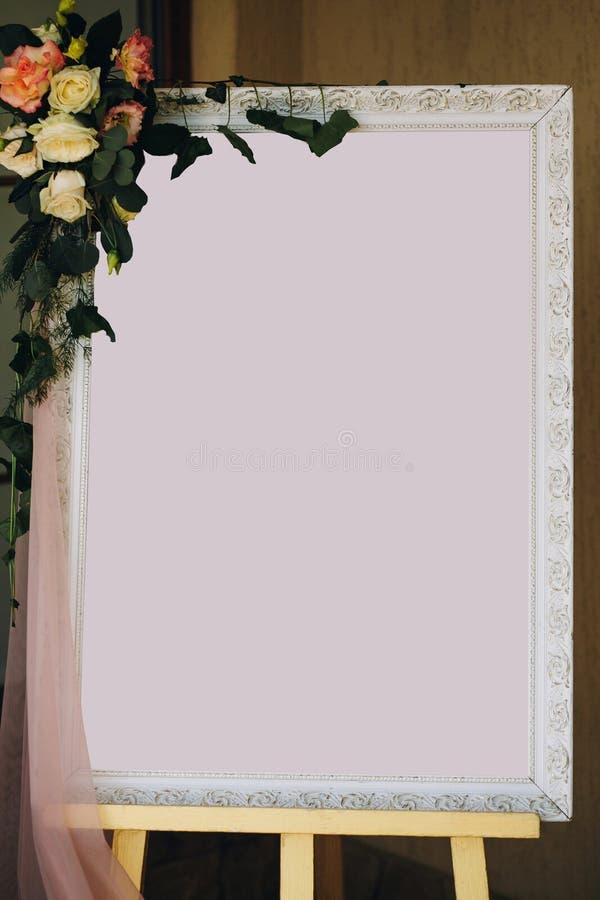 Maqueta de la lista de la huésped Marco elegante del tablero del vintage con el espacio para el texto para los asientos de las hu fotos de archivo