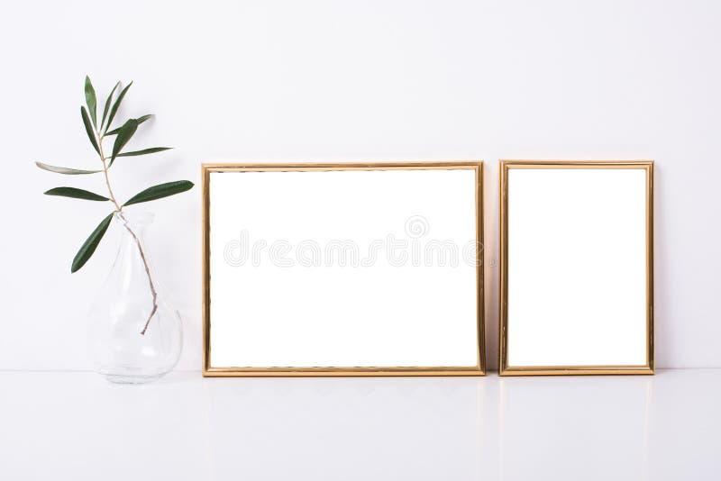 Maqueta de oro de dos marcos imágenes de archivo libres de regalías