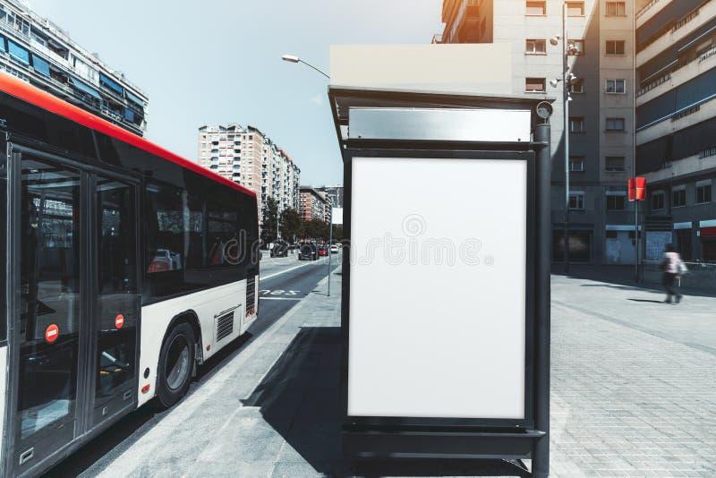 Maqueta del cartel del anuncio en la parada de autobús foto de archivo libre de regalías