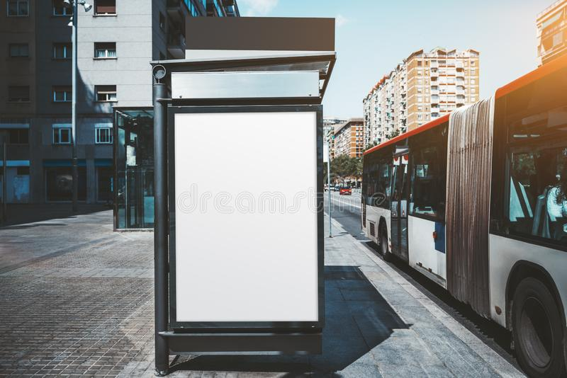 Maqueta del cartel en la parada de autob?s foto de archivo
