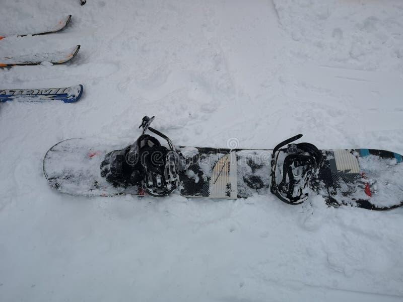 Maqueta del diseño de la snowboard, frente y equipo de deporte negros en blanco de la snowboard fotos de archivo