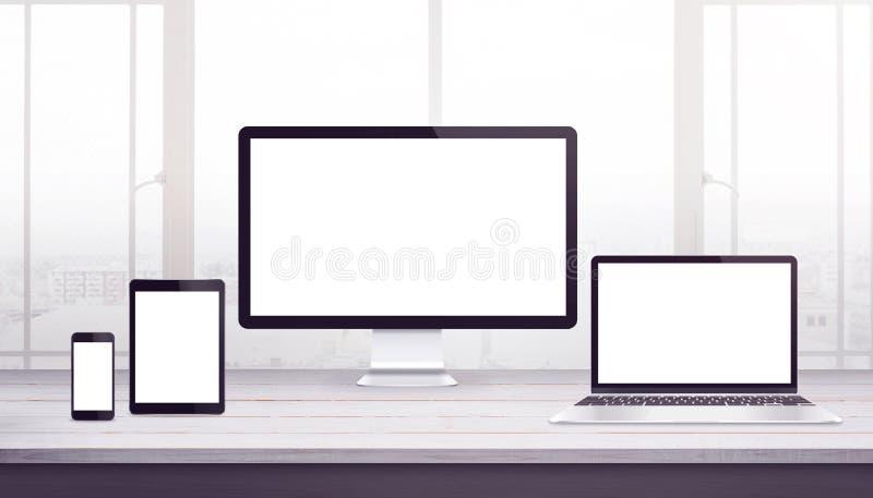 Maqueta responsiva de los dispositivos de exhibición Escritorio del trabajo, estudio del diseño web libre illustration