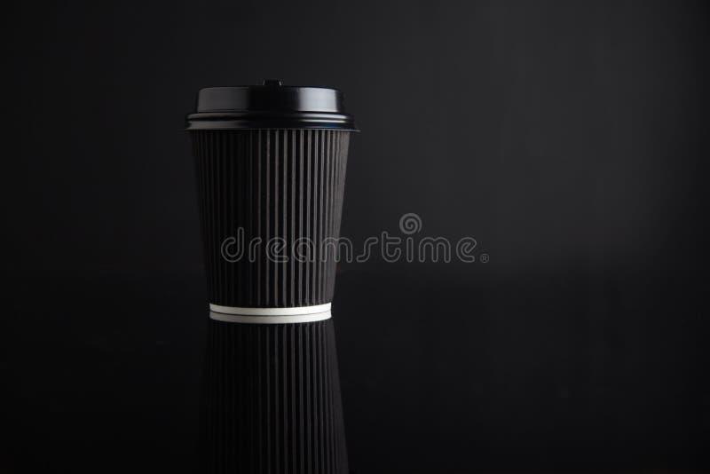 Maquette à emporter noire de tasse de café photo stock