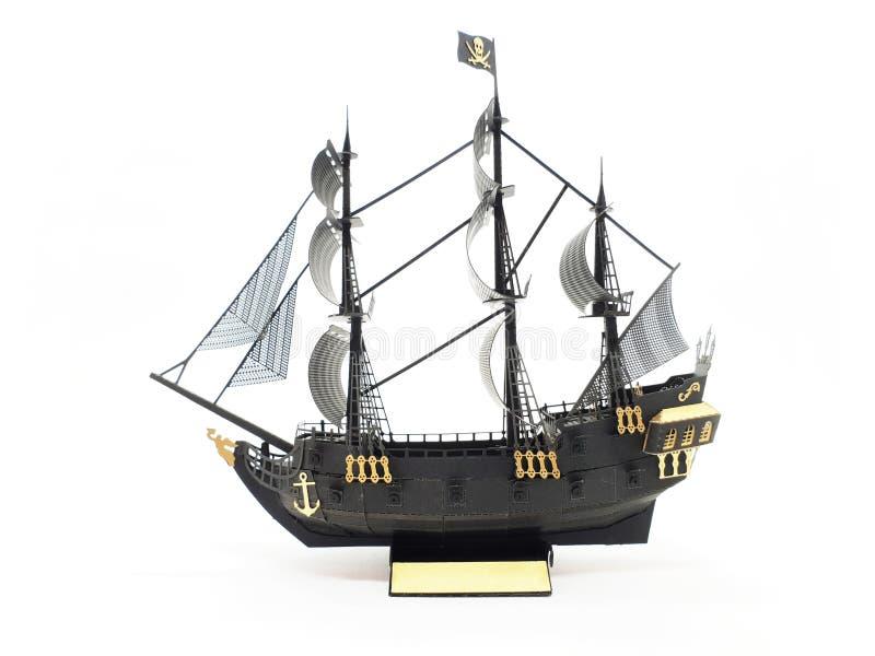 Maquette de navires classique d'or et de pirate de couleur noire à l'arrière-plan d'isolement blanc images stock