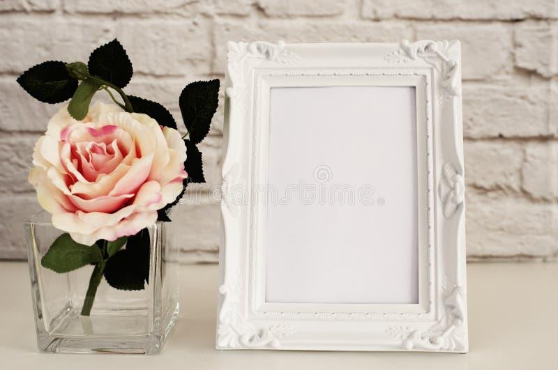 Maquette de vue La moquerie blanche de cadre, maquette de Digital, maquette d'affichage, a dénommé la maquette courante de photog photos libres de droits