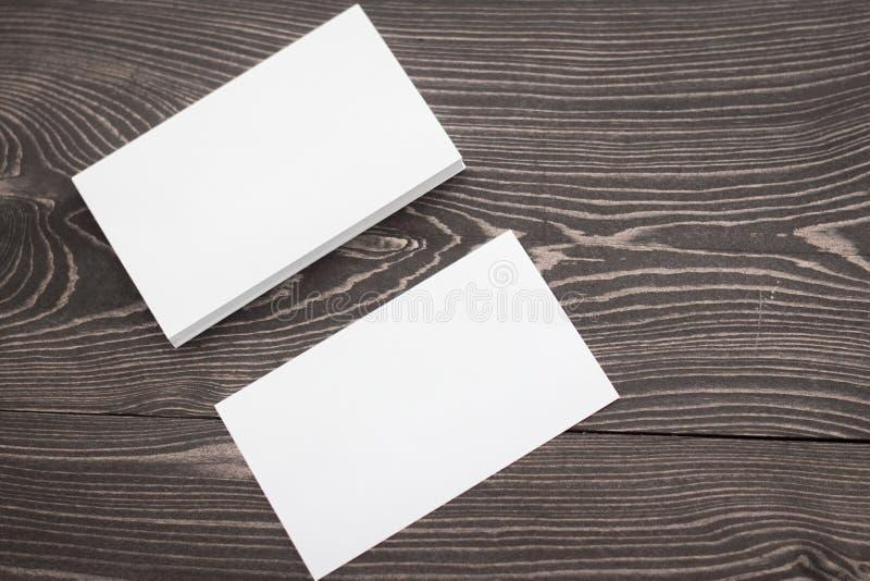 Maquette des cartes de visite professionnelle de visite, photo de pile de cartes de visite professionnelle de visite sur un fond  images libres de droits