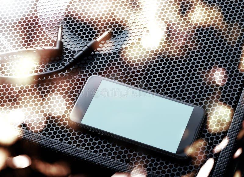 Maquette du smartphone moderne noir tourné gauche Chemin de coupure photographie stock