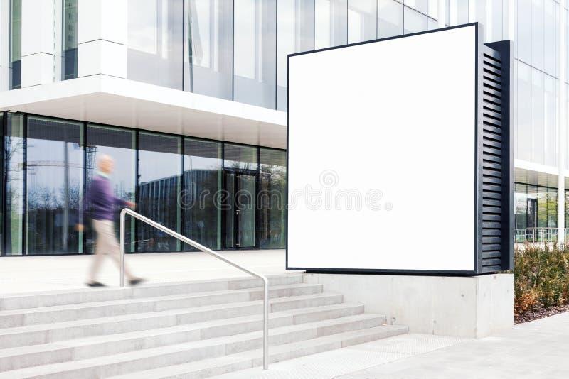 Maquette extérieure de panneau d'affichage au district des affaires moderne images stock