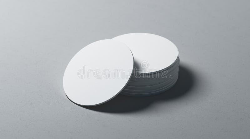 Maquette ronde blanche de pile de caboteurs de bière de blanc sur la surface texturisée photographie stock