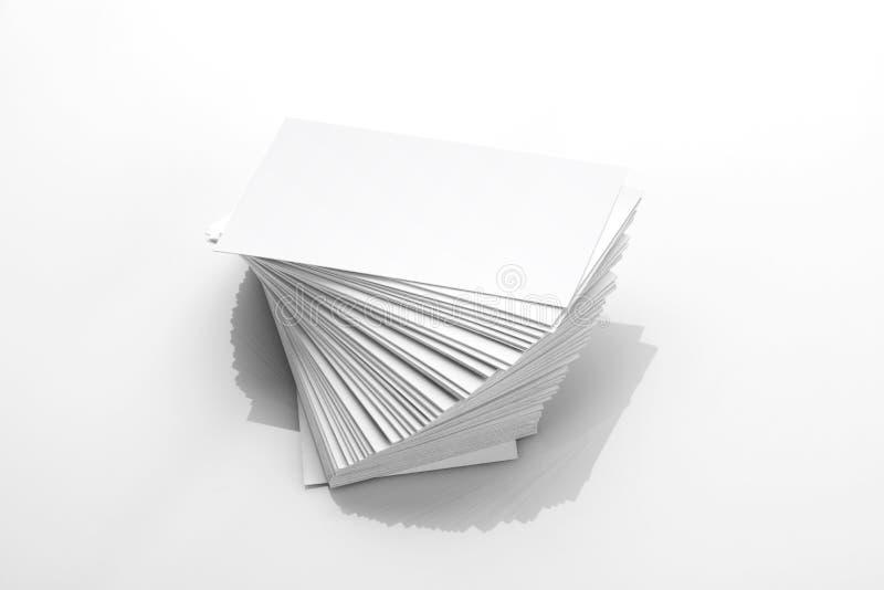 Maquette vide de carte de visite professionnelle de visite sur le fond réfléchi blanc images libres de droits